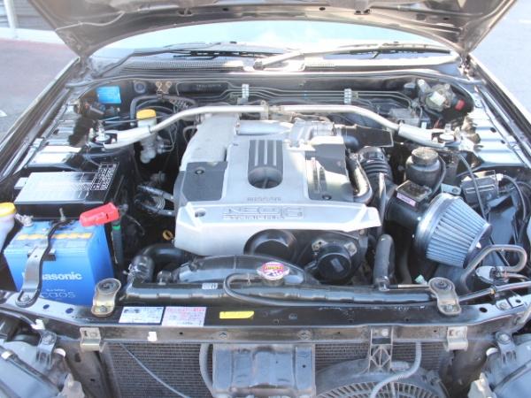 スカイライン25GT-V エンジンルーム画像